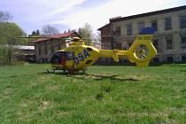 Zraněného šestiletého cyklistu převezl do Prahy vrtulník.