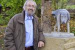 Martin Chaloupka při odhalení sochy v říjnu roku 2014. Už v prosinci téhož roku ho vandalové poškodili poprvé. Viník nebyl nikdy dopaden.