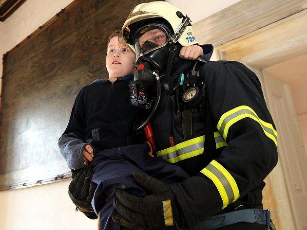 Cvičení hasičů na Lemberku u Jablonného v Podještědí.