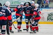 Utkání 16. kola Tipsport extraligy ledního hokeje se odehrálo 2. listopadu v liberecké Home Credit areně. Utkaly se celky Bílí Tygři Liberec a Piráti Chomutov. Na snímku je radost hráčů Chomutova, třetí zprava Petr Koblasa.