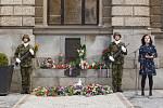 Na libereckém náměstí lidé kladli věnce při vzpomínce na 21. srpen.