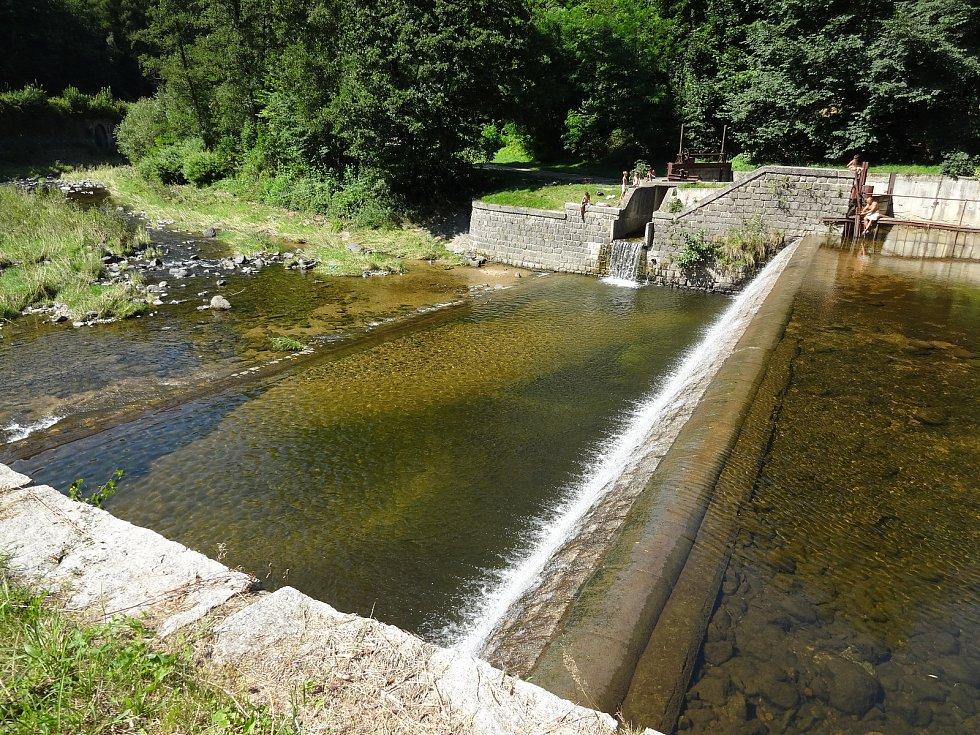 Město chce zpřístupnit splav pod frýdlantským zámkem ke koupání.