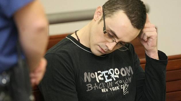 Krajský soud v Liberci potrestal pětatřicetiletého muže za loupež na liberecké čerpací stanici Alfa Station 13 lety vězení.