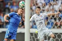 Utkání 28. kola první fotbalové ligy FC Baník Ostrava - FC Slovan Liberec. Vlevo je liberecký Vladimír Coufal a vpravo domácí Robert Hrubý.