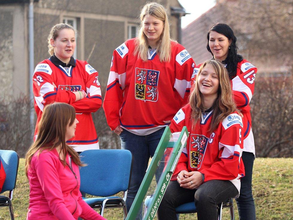 Zenský reprezentační tým navštívil děti z Jedličkova ústavu v Liberci.