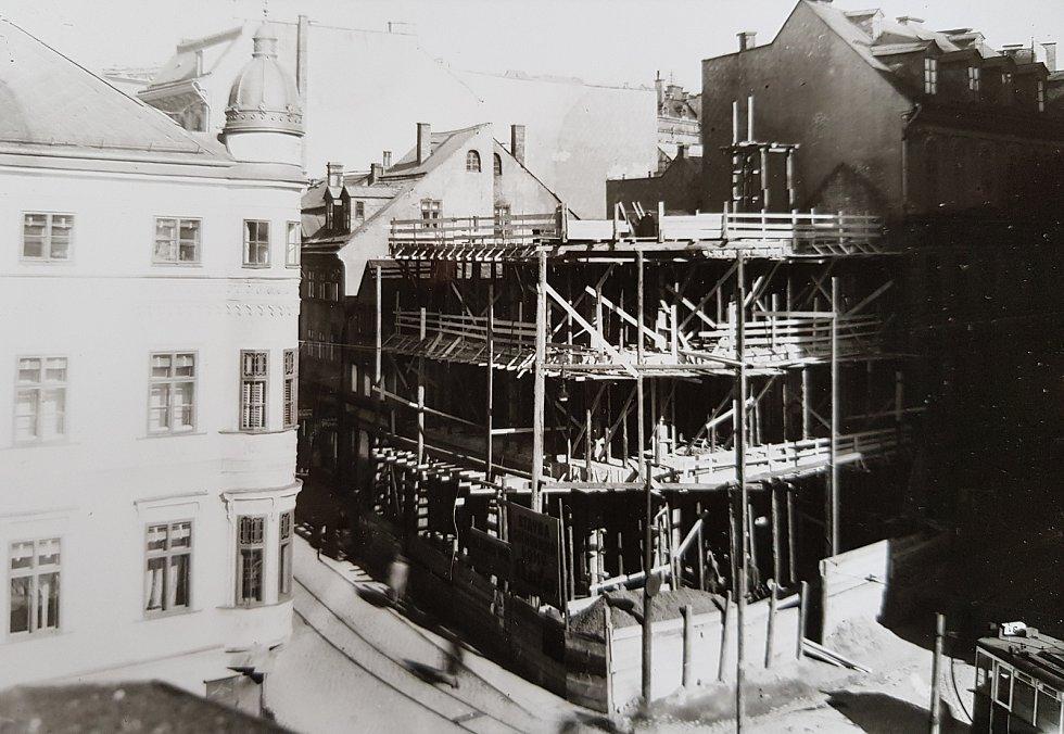 Stavba obchodního domu Baťa, 1931.
