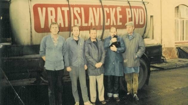 Na snímku z roku 1989 sládek Pavel Baumrukr, podsládek Petr Hubrt, sklepmistr František Schwarz, podsládek Jiří Strnad, vrchní sládek Zdeněk Picek.