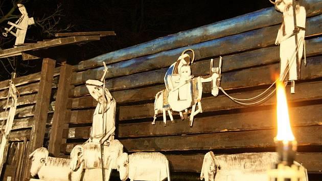 BUDE K VIDĚNÍ CELOU ZIMU. Jírův osobitý betlém mohou návštěvníci Kryštofova Údolí obdivovat celou zimu.