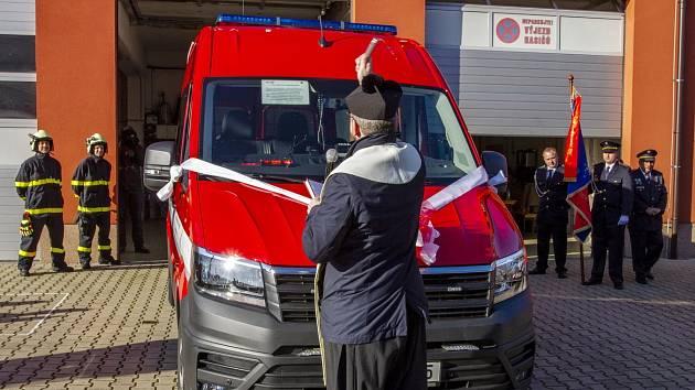 Dětřichovští hasiči dostali nový automobil