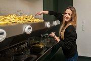Pobočku rychlého občerstvení Faency fries otevřeli v centru Liberce. Jedná se o první český street food koncept specializovaný na hranolky z čerstvých brambor od lokálních dodavatelů. Snímek je z 7. listopadu.