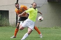 RUPRECHTICE VYSOKO PORAZILY BUKOVANY 8:0. Na snímku je ve střelecké pozici domácí Vladimír Antoš.