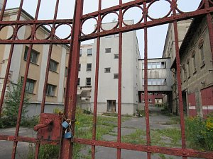 Zchátralý areál bývalé Textilany v Novém Městě pod Smrkem