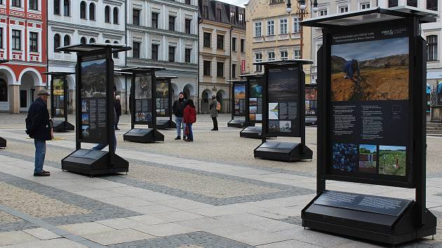 Na náměstí před libereckou radnicí se tento měsíc zabydlela putovní výstava Voda a civilizace.