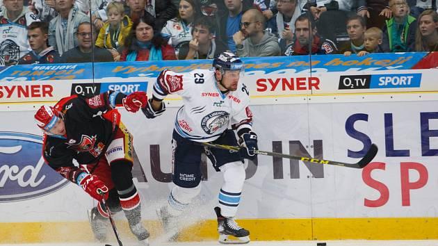 Bílí Tygři porazili v domácím prostředí Hradec Králové. Na snímku liberecký Lukáš Krenželok.
