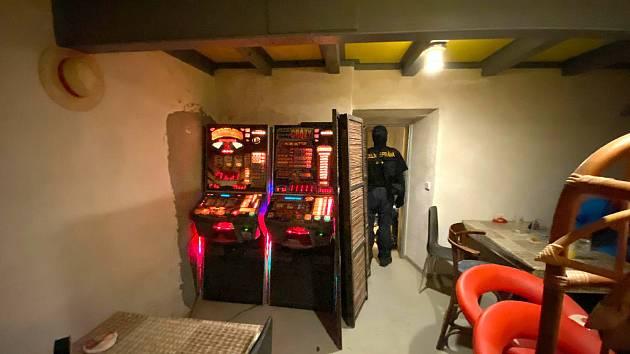 Celníci odhalili v době nouzového stavu nelegální hazard