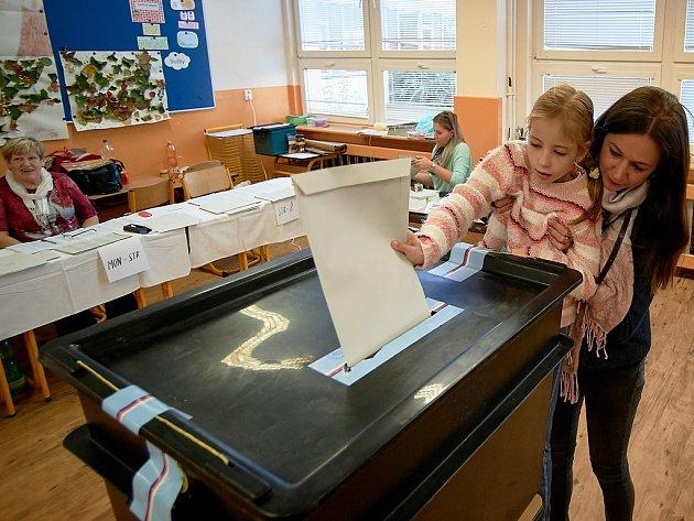 Volební místnost na ZŠ Broumovská vLiberci.