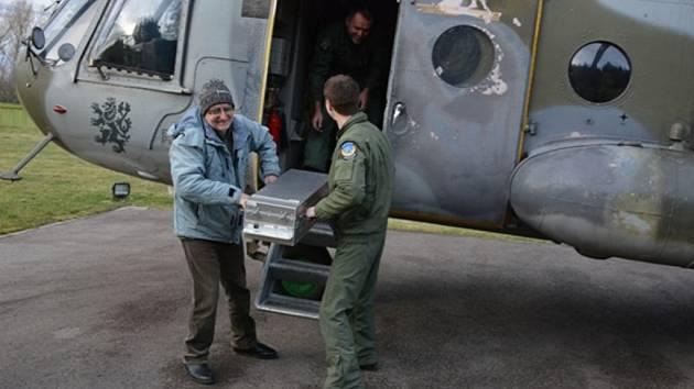 Vzdušný radiační průzkum pomocí spektrometrického detekčního přístroje záření gama IRIS probíhal na palubě vrtulníku Mi-17.