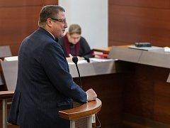 V pátek 31. března 2017 pokračoval soud výslechem bývalého primátora Jiřího Kittnera (ODS), který je mezi obžalovanými v kauze 23 městských zastupitelů Liberce.