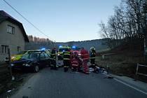 Tragická nehoda motorkáře, která se odehrála v obci Bělá na Semilsku ve čtvrtek v půl sedmé ráno. Sedmnáctiletý mladík zraněním na místě podlehl.
