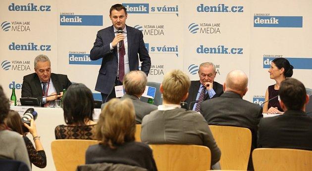 Multifunkční sál Krajského úřadu vLiberci se diskutovalo nad problematikou zdravotnictví.