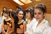 Den Romů si v Liberci připomněli v Komunitním středisku Kontakt i tancem. Rómské národní tance zde předvedly členky souboru Amare Čhave.