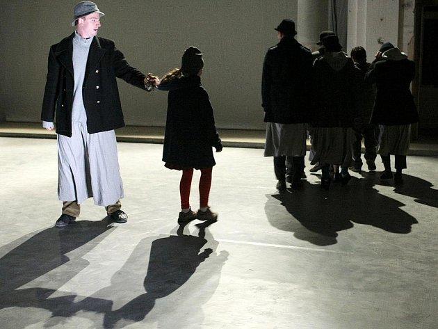 VERTEDANCE: EMIGRANTES, jedno z představení festivalu Velká Inventura v Liberci.Deník/Petr Šimr