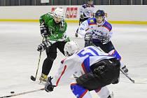 Všechny tři zápasy fotbalistů v hokejových dresech nabídly spoustu napínavých okamžiků.