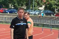 KDE ZAKOTVÍ? Petr Bulíř dovedl v roli hrajícího manažera k záchraně fotbalisty Hlavice a z trenérské lavičky liberecký A–dorost (na snímku při utkání s Plzní B), ale momentálně je bez angažmá.