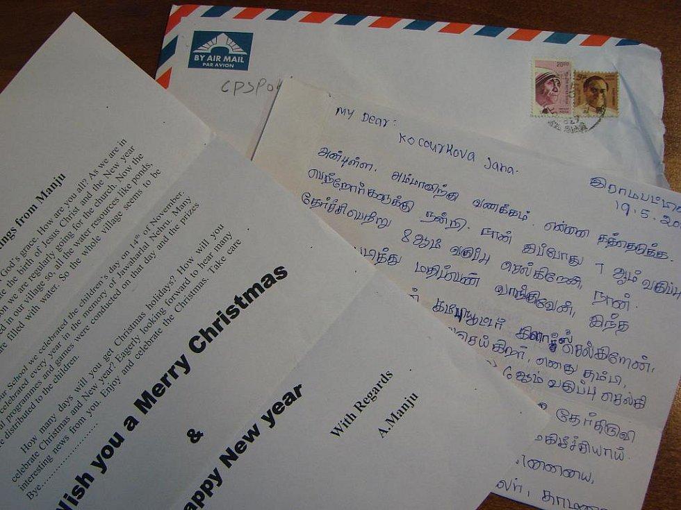 Dopisy od dívky Manji adoptované školou na dálku.