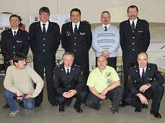 Aktuální snímek zachycuje hasiče z dobové fotografie (ve článku) již v nové budově stanice v Nádražní ulici, na den přesně o dvacet let později. Někteří z aktuálního snímku jsou již bývalými příslušníky Hasičského záchranného sboru Libereckého kraje.