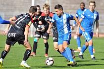 Souboj fotbalových juniorek Slovanu (v modrém) s Hradce Králové