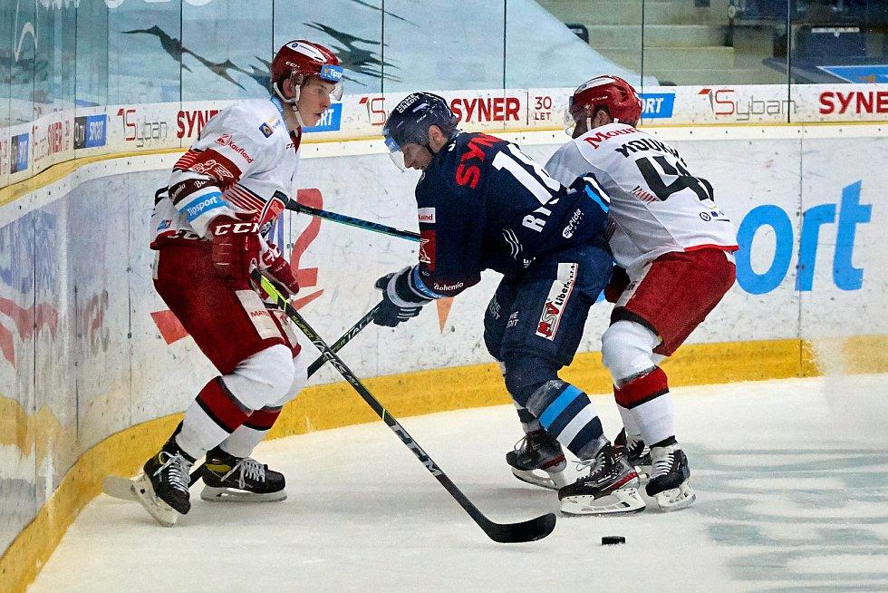 První zápas čtvrtfinále mezi hokejisty Liberce a Hradce Králové.