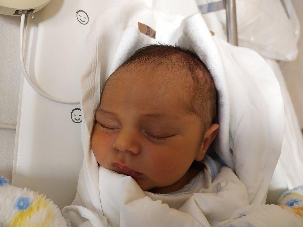 Tomáš Bláha. Narodil se 30. září v liberecké porodnicimamince Karolíně Bláhové z Liberce. Vážil 3,53 kg a měřil 51 cm.