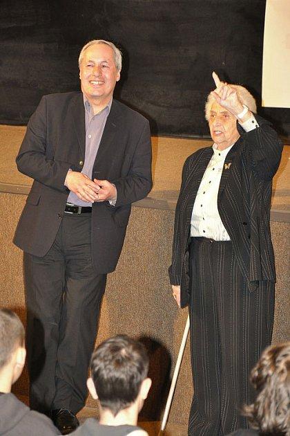 MARTA KOTTOVÁ a IVO PAVELEK. Snímek Arnošt Lustig devět životů vLiberci představila kamarádka Arnošta Lustiga a producent a režisér.