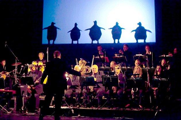 BIG BAND JAM. Večer plný hudby, tance a chytlavých melodií si pro své fanoušky připravil liberecký Big´O´Band skterým zpíval iherec a zpěvák Jan Kříž.