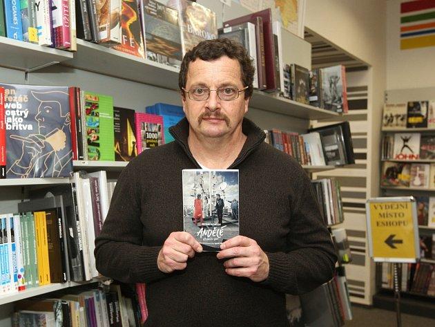 Michal Viewegh hovoří o knihách, filmech, Movemberu, denním tisku i současné literatuře.