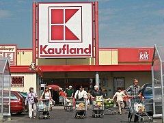 PATŘÍ K NEJOBLÍBENĚJŠÍM. Kaufland patří v Liberci i Jablonci k obchodům, kde bývá plno od rána do večera.