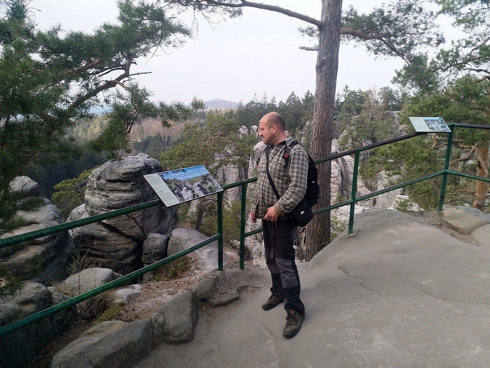 Marek Řeháček a Jan Pikous se opět toulali a dali dohromady knihu Příběhy skalních vyhlídek Českého ráje. Na snímku Jan Pikous.