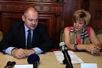 Michal Hašek s primátorkou Liberce Martinou Rosenbergovou.
