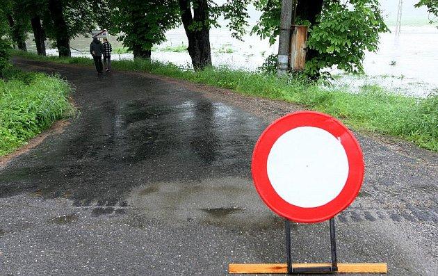 Silná bouře, která se v noci na čtvrtek prohnala Libereckem, zvedla Smědou na třetí povodňový stupeň.