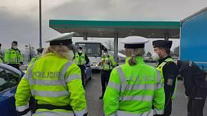Policisté se zaměřili na kontrolu vozidel v provozu.