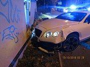 V Bentley ujížděl před policejní hlídkou.