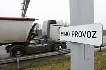 Mimo provoz už od ledna s největší pravděpodobností nebudou mýtné brány na čtyřproudové silnici mezi Libercem a Chrastavou. Ministerstvo dopravy chystá jejich spuštění.