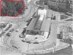 Jaká budova se aktuálně nachází na místě označeném červeně?