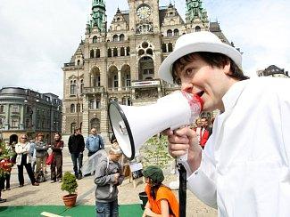 Diváky poutali herci a muzikanti interaktivní scénou na náměstí před radnicí.