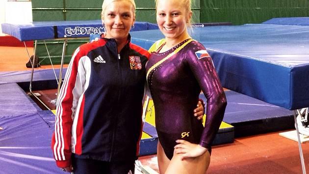 ZITA S TRENÉRKOU. Vpravo Zita Frydrychová a vedle trenérka Marcela Šefrová.