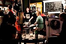 KONCERT kapely Two towers Hulu jazz proběhl ve frýdlantské kavárně Jazzová osvěžovna. Muzikanti zde nevystupovali poprvé. Kapela vznikla v roce 2012 právě ve Frýdlantě.