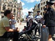 Do libereckých ulic vyšli za rodiči policisté, aby jim vysvětlili,co dělat, když pohřešují dítě.