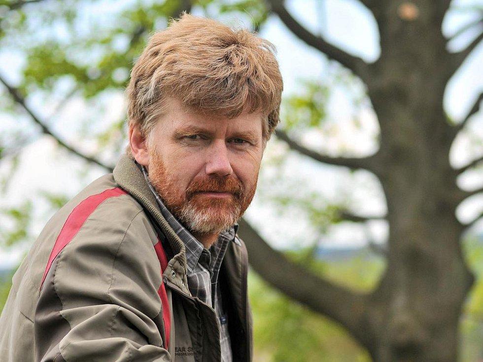 Petr Sklenička, českolipský rodák a vysokoškolský pedagog, vydává svou novou knihu Pronajatá krajina. Autor ve svých fejetonech a esejích píše o krajině z pohledu vysokoškolského pedagoga, krajinného ekologa či projektanta.