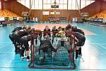 HECOVÁNÍ PŘED ZÁPASEM. Takto se budou hráčky FBC Liberec povzbuzovat v první lize.